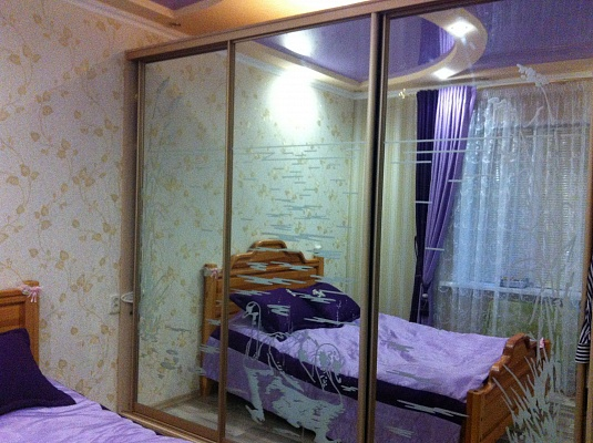 2-комнатная квартира посуточно в Херсоне. Днепровский район, ул. Пугачева, 1. Фото 1