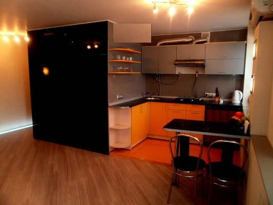 1-комнатная квартира посуточно в Чернигове. Деснянский район, пр-т Мира, 35-A. Фото 1