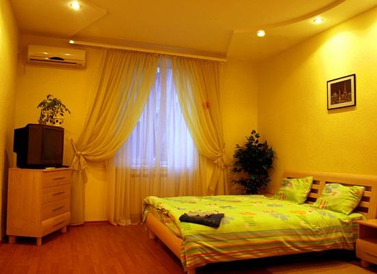 2-комнатная квартира посуточно в Днепропетровске. Бабушкинский район, ул. Московская, 31. Фото 1