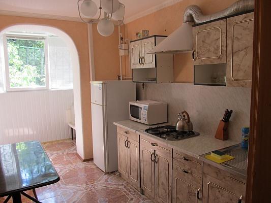 2-комнатная квартира посуточно в Партените. ул. Партенитская, 12. Фото 1