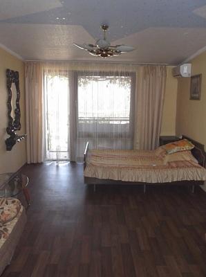 2-комнатная квартира посуточно в Алуште. ул. Таврическая, 3. Фото 1