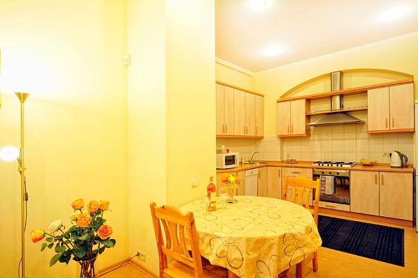 2-комнатная квартира посуточно в Киеве. Шевченковский район, ул. Пушкинская, 10. Фото 1