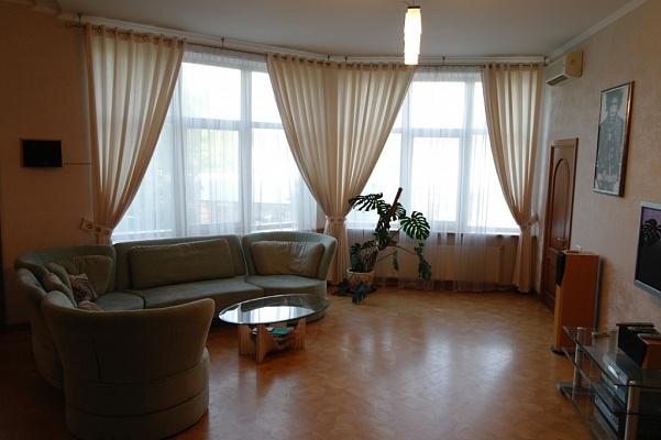 3-комнатная квартира посуточно в Одессе. Приморский район, ул. Посмитного, 9а. Фото 1