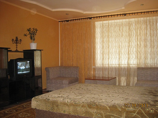 1-комнатная квартира посуточно в Артемовске. ул. Юбилейная, 85. Фото 1