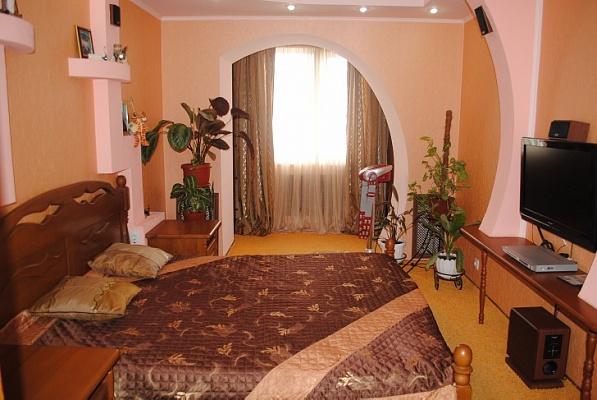 3-комнатная квартира посуточно в Феодосии. ул. Украинская, 31. Фото 1