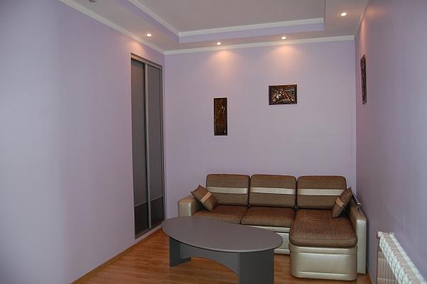 2-комнатная квартира посуточно в Ивано-Франковске. ул. Курбаса, 4. Фото 1