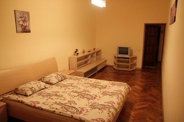 2-комнатная квартира посуточно в Одессе. Приморский район, пр-т Александровский, 18. Фото 1