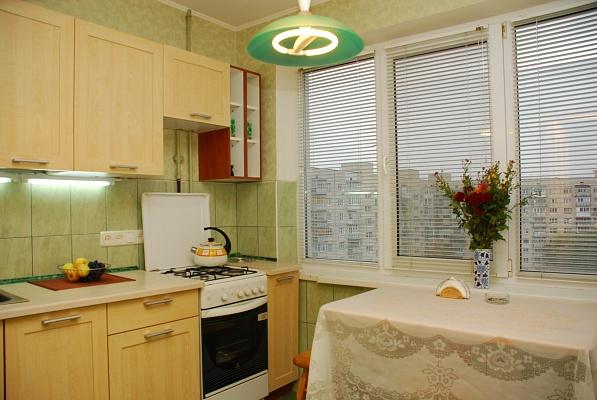 1-комнатная квартира посуточно в Киеве. Оболонский район, ул. Малиновского, 13а. Фото 1