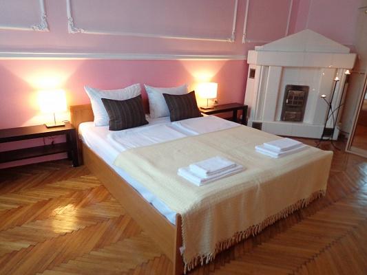 2-комнатная квартира посуточно в Ужгороде. пл. Петефи, 8. Фото 1