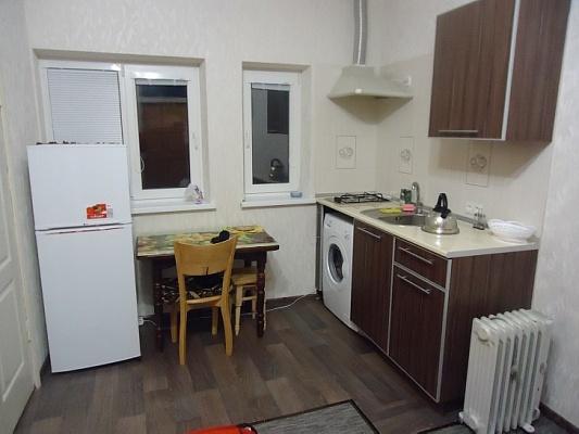 1-комнатная квартира посуточно в Ялте. киевская, 78. Фото 1