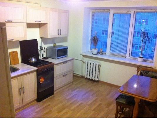 1-комнатная квартира посуточно в Ивано-Франковске. ул. Республиканская, 15. Фото 1