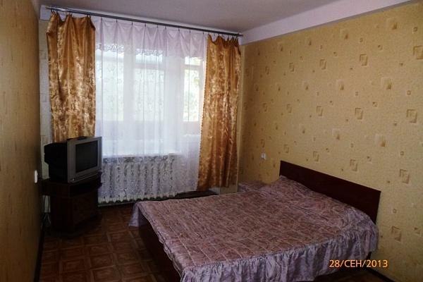 1-комнатная квартира посуточно в Симферополе. Центральный район, ул. Севастопольская, 70. Фото 1