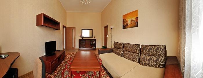 2-комнатная квартира посуточно в Севастополе. Ленинский район, пр-т Нахимова, 7. Фото 1