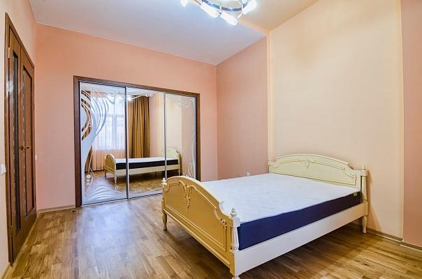 2-комнатная квартира посуточно в Львове. Галицкий район, ул. Князя Романа, 27. Фото 1