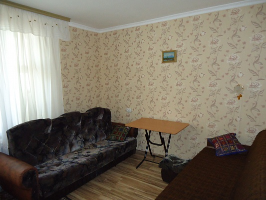 2-комнатная квартира посуточно в Ялте. ул. Суворовская, 13. Фото 1