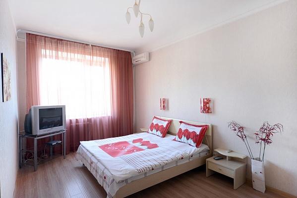 2-комнатная квартира посуточно в Киеве. Печерский район, ул. Бассейная, 23. Фото 1