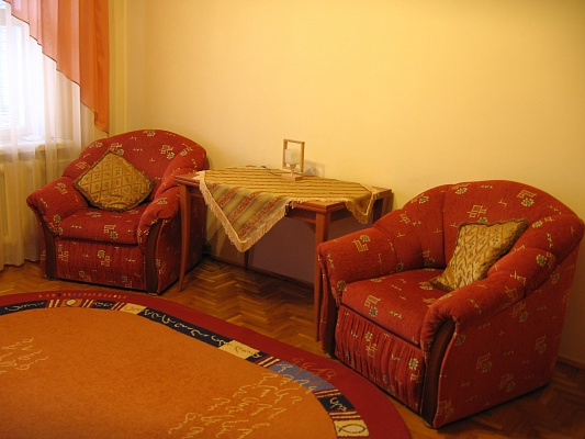 1-комнатная квартира посуточно в Луцке. ул. Конякина, 25. Фото 1
