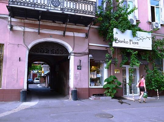 3-комнатная квартира посуточно в Одессе. Приморский район, ул. Греческая, 40. Фото 1