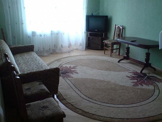 2-комнатная квартира посуточно в Ивано-Франковске. пл. Привокзальная, 3. Фото 1