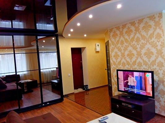 2-комнатная квартира посуточно в Черкассах. ул. Верхняя Горовая (Фрунзе), 52. Фото 1