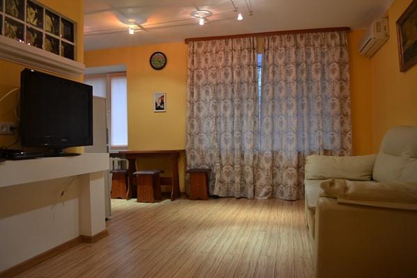 2-комнатная квартира посуточно в Запорожье. Орджоникидзевский район, ул. Маяковского, 16. Фото 1
