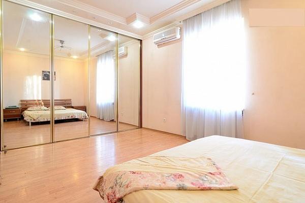 2-комнатная квартира посуточно в Донецке. Калининский район, б-р Шевченко, 55. Фото 1
