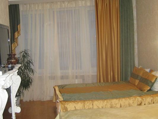 3-комнатная квартира посуточно в Киеве. Дарницкий район, ул.Днепровская наб., 26. Фото 1