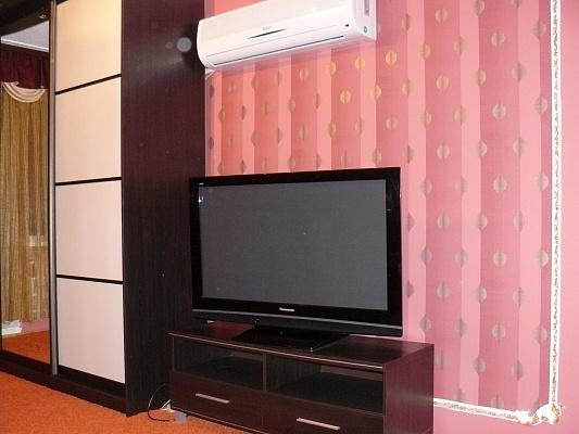 2-комнатная квартира посуточно в Харькове. Дзержинский район, ул. Ахсарова, 3. Фото 1