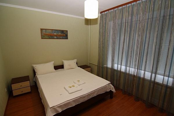 2-комнатная квартира посуточно в Киеве. Печерский район, ул. Кутузова, 14. Фото 1