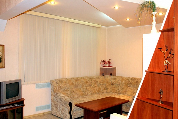 1-комнатная квартира посуточно в Днепропетровске. Октябрьский район, ул. Паторжинского, 17. Фото 1