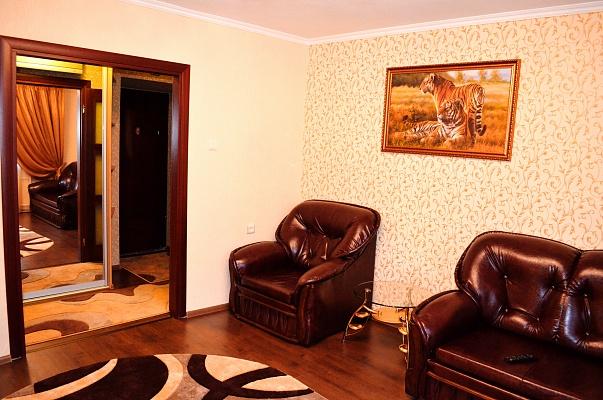 2-комнатная квартира посуточно в Ильичёвске. Пригород район, ул. Ленина, 28. Фото 1