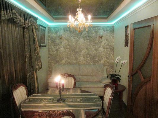 1-комнатная квартира посуточно в Кременчуге. ул. Советская, 4/18. Фото 1