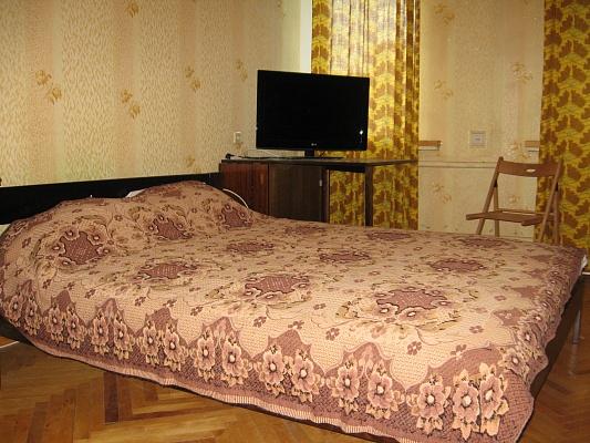 1-комнатная квартира посуточно в Киеве. ул. Островского, 1. Фото 1
