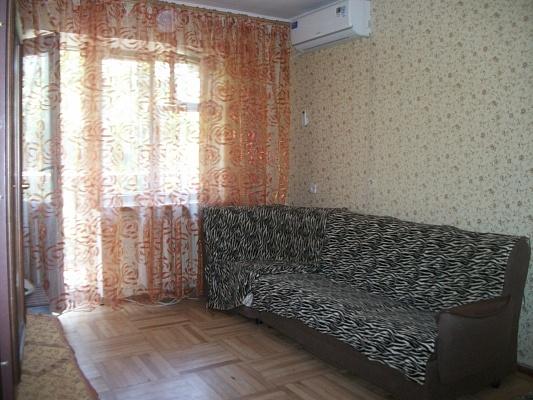 2-комнатная квартира посуточно в Одессе. Приморский район, ул. Cергея Варламова, 16. Фото 1