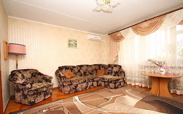 3-комнатная квартира посуточно в Евпатории. пр-т Победы, 37. Фото 1