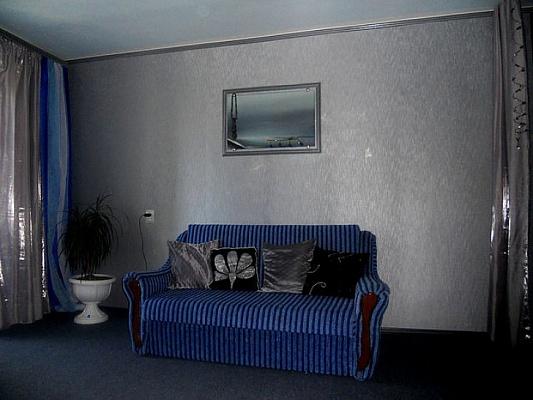 1-комнатная квартира посуточно в Евпатории. пр-т Победы, 10. Фото 1