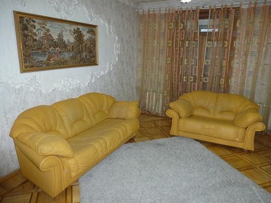 2-комнатная квартира посуточно в Днепропетровске. Бабушкинский район, пр-т Карла Маркса, 46. Фото 1