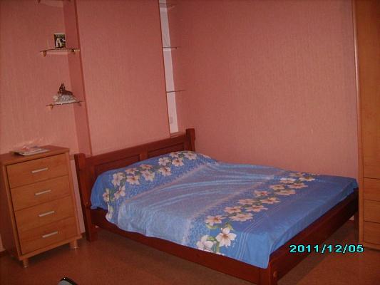 3-комнатная квартира посуточно в Донецке. Ворошиловский район, ул. Постышева, 34. Фото 1