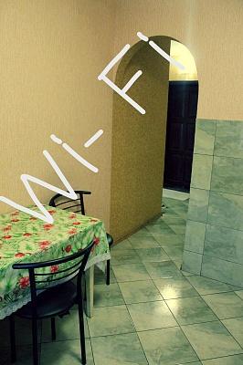 1-комнатная квартира посуточно в Чернигове. Деснянский район, пр-т Победы, 102. Фото 1