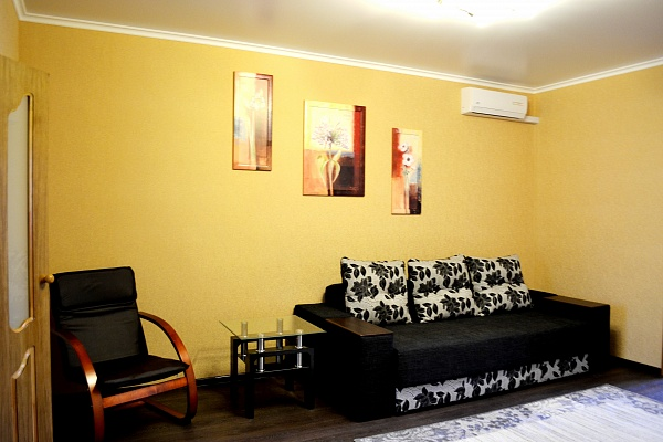 3-комнатная квартира посуточно в Севастополе. Ленинский район, ул. Луначарского, 8. Фото 1