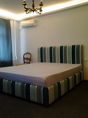 2-комнатная квартира посуточно в Киеве. Оболонский район, пр-т Оболонский, 7. Фото 1