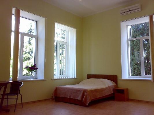 1-комнатная квартира посуточно в Ялте. Центр Ялты район, ул. Гоголя, 28. Фото 1