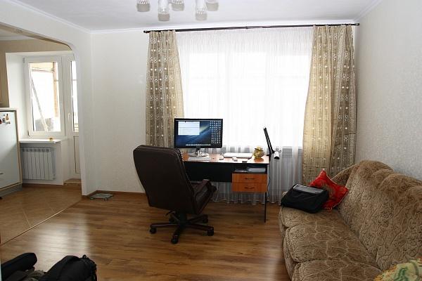 1-комнатная квартира посуточно в Днепропетровске. Амур-Нижнеднепровский район, ул. Малиновского, 6. Фото 1
