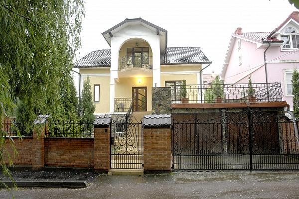 Мини-отель  посуточно в Трускавце. ул. Роксоланы, 30. Фото 1