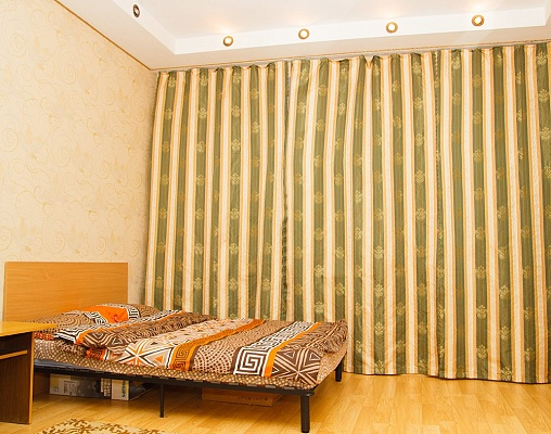 2-комнатная квартира посуточно в Харькове. Дзержинский район, ул. Чичибабина, 7. Фото 1