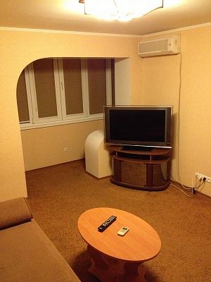 1-комнатная квартира посуточно в Запорожье. Ленинский район, пр-т Металлургов, 11. Фото 1