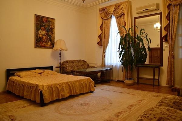 2-комнатная квартира посуточно в Киеве. Печерский район, ул. Бассейная, 9-Б. Фото 1