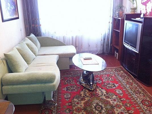 2-комнатная квартира посуточно в Киеве. Голосеевский район, ул. Голосеевская, 16. Фото 1