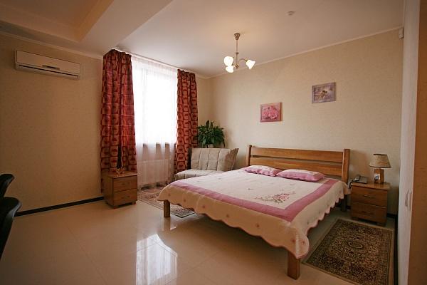 1-комнатная квартира посуточно в Одессе. Приморский район, ул. Преображенская, 35. Фото 1