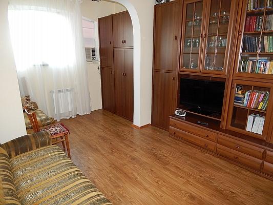 1-комнатная квартира посуточно в Феодосии. ул. Дружбы, 46. Фото 1